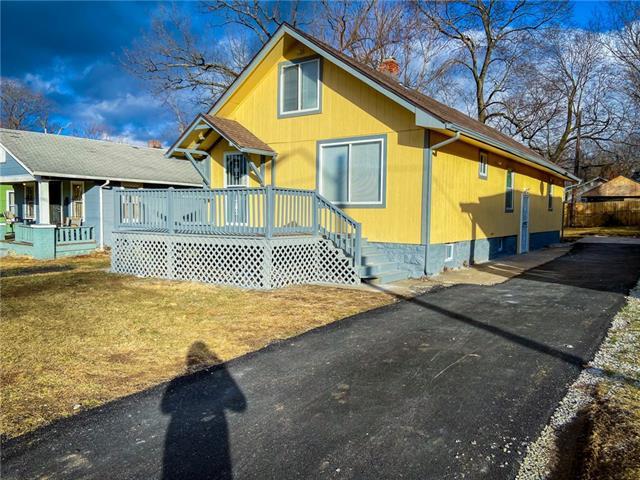 7007 Chestnut Avenue Property Photo