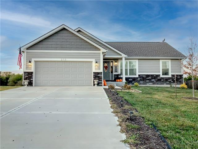 213 Meadowbrook Lane Property Photo - Wellsville, KS real estate listing