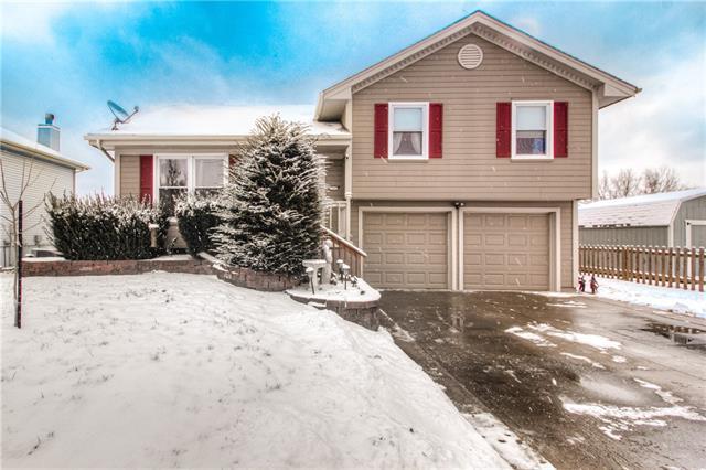 7505 N Stark Avenue Property Photo