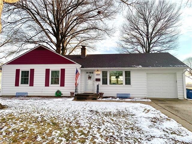 1007 W 1st Street Property Photo - Lees Summit, MO real estate listing