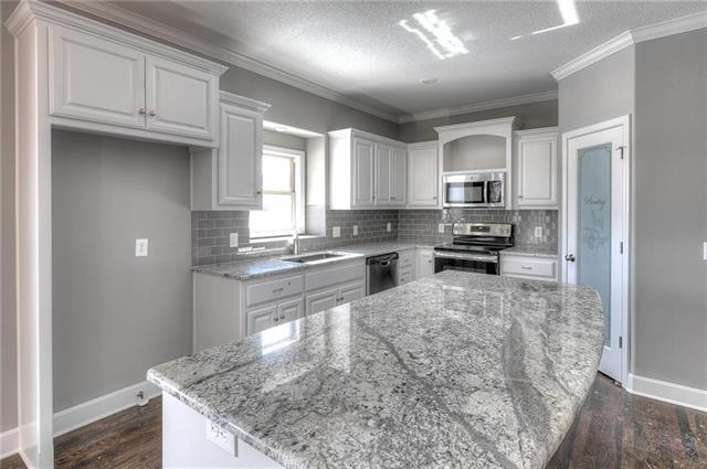 9412 NE 98th Street Property Photo - Kansas City, MO real estate listing