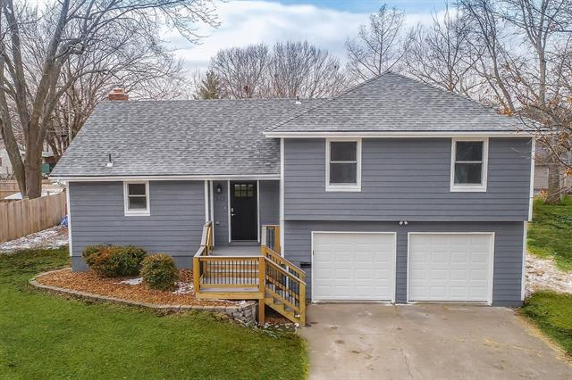 112 Hillcrest Drive Property Photo - Paola, KS real estate listing