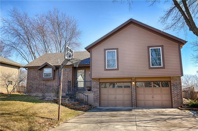 1125 NE Pierce Place Property Photo - Lees Summit, MO real estate listing