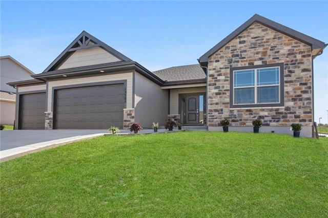 7175 NW Forest Lakes Drive Property Photo - Parkville, MO real estate listing