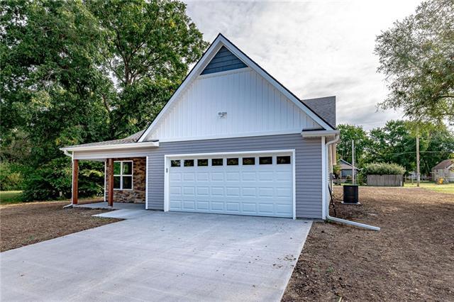 733 S Pine Street Property Photo - Ottawa, KS real estate listing