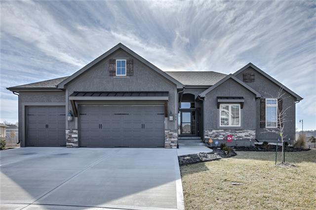 904 SE Auburn Court Property Photo - Blue Springs, MO real estate listing