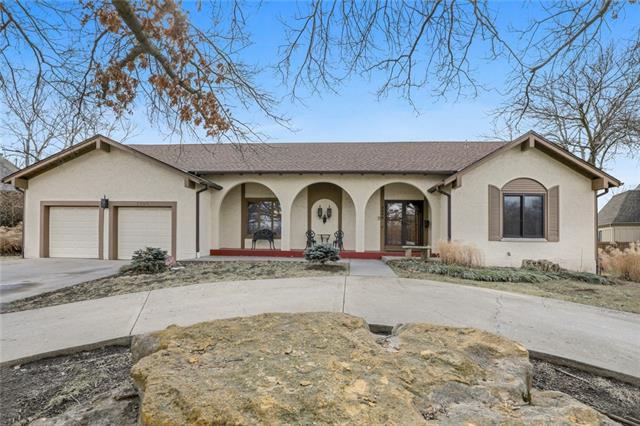5206 Mansfield Lane Property Photo - Shawnee, KS real estate listing