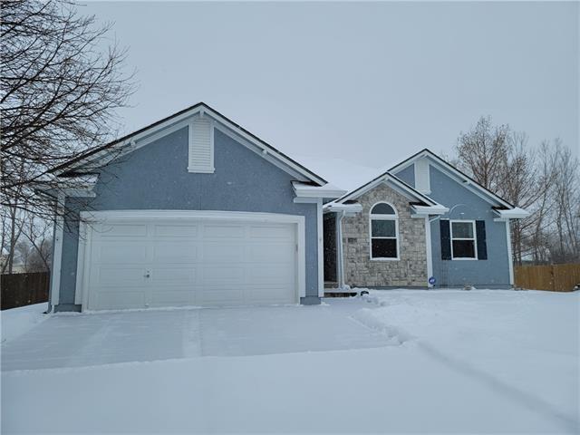 702 GARNES Street Property Photo - Raymore, MO real estate listing
