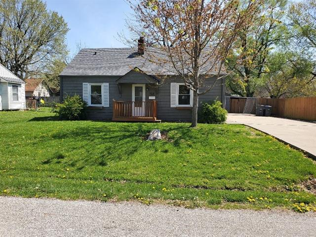 705 S Main Street Property Photo - Harrisonville, MO real estate listing