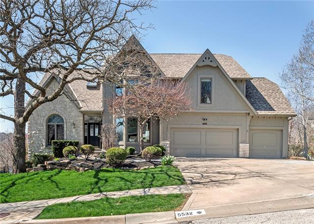 5532 Cottonwood Drive Property Photo - Shawnee, KS real estate listing