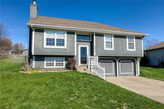 308 NE 103rd Street Property Photo - Kansas City, MO real estate listing