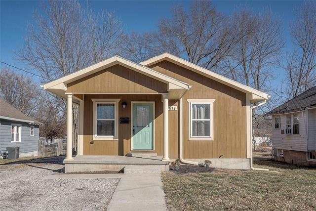 611 1st Street Property Photo - Osawatomie, KS real estate listing