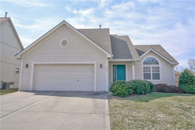 702 Goldenrain Tree Drive Property Photo - Liberty, MO real estate listing