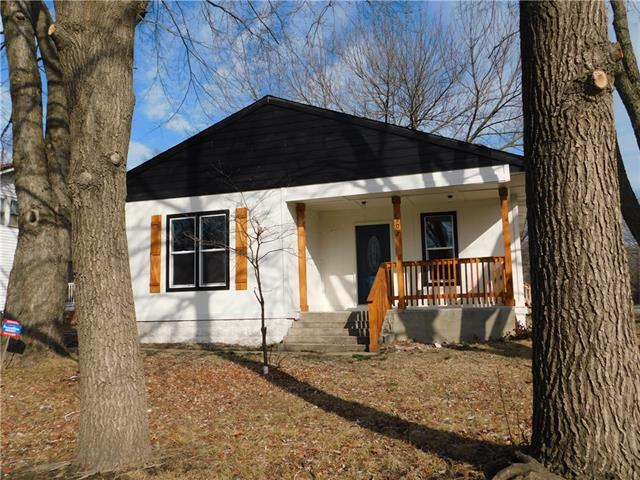 907 S Independence Street Property Photo - Harrisonville, MO real estate listing