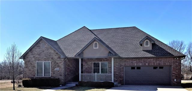 2224 S Stonegate Drive Property Photo - Nevada, MO real estate listing