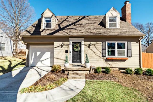 5715 Ash Drive Property Photo - Roeland Park, KS real estate listing