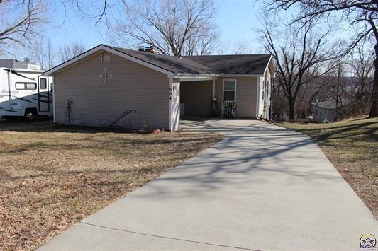 504 Sioux Drive Property Photo - Ozawkie, KS real estate listing