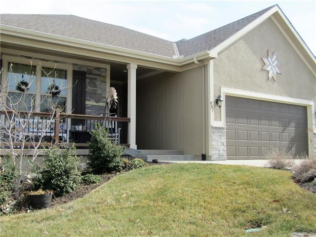 867 Ridge Drive Property Photo - Lansing, KS real estate listing