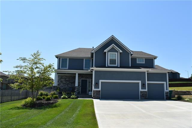 827 Canyon Lane Property Photo - Lansing, KS real estate listing