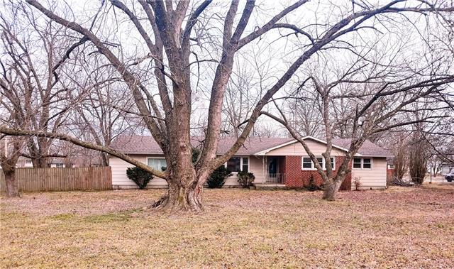 1601 S State Highway 32 Highway Property Photo - El Dorado Springs, MO real estate listing