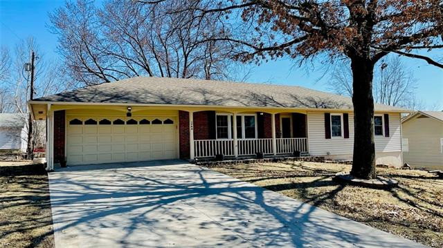 1744 Surfer Point Property Photo - Trenton, MO real estate listing
