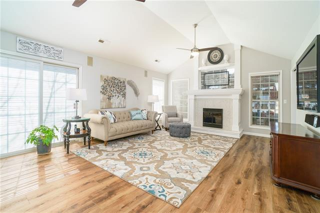 913 NW North Ridge Court Property Photo - Blue Springs, MO real estate listing