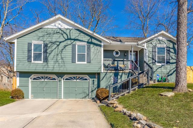 1430 NE TAWNY Drive Property Photo - Lee's Summit, MO real estate listing
