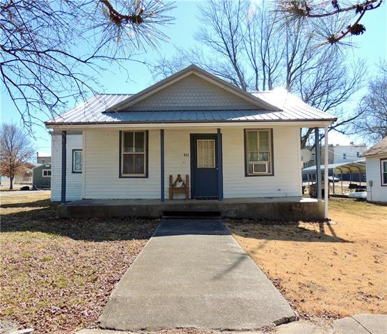 511 Spruce Street Property Photo - Mound City, KS real estate listing