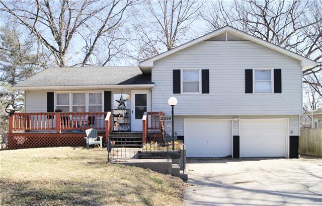 2219 Girard Avenue Property Photo - Leavenworth, KS real estate listing