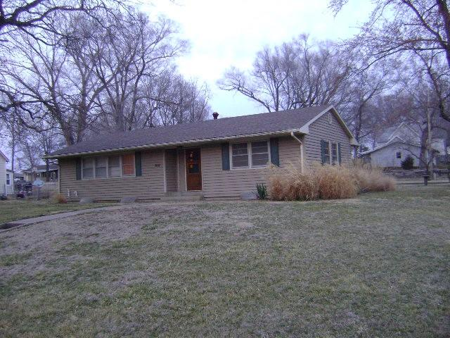 819 Delaware Street Property Photo - Oskaloosa, KS real estate listing
