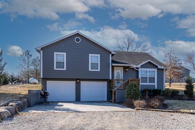 5115 Comanche Lane Property Photo - McLouth, KS real estate listing
