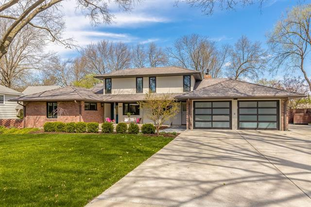 2202 W 70th Terrace Property Photo - Mission Hills, KS real estate listing