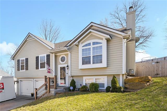 1305 NW 75th Street Property Photo - Kansas City, MO real estate listing