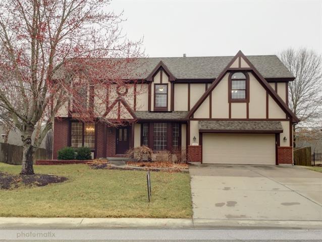 711 Cottonwood Drive Property Photo - Lansing, KS real estate listing