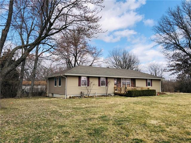 1093 NW 475 Road Property Photo - Centerview, MO real estate listing
