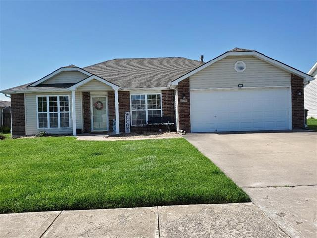 729 Country Lane Property Photo - Raymore, MO real estate listing