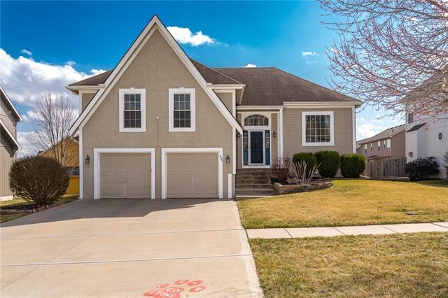 407 Wyndham Drive Property Photo - Lansing, KS real estate listing