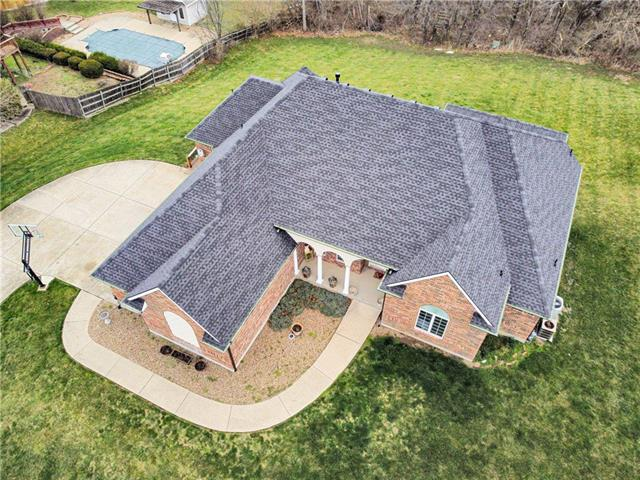 1200 SW Foxtail Drive Property Photo - Grain Valley, MO real estate listing