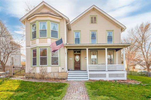 1004 2nd Avenue Property Photo - Leavenworth, KS real estate listing