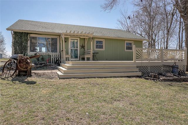 8437 SW 247th Street Property Photo - Gower, MO real estate listing