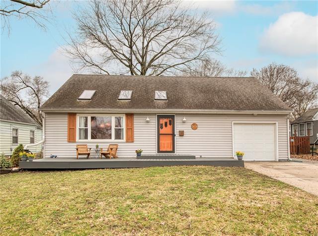 5638 Maple Street Property Photo - Mission, KS real estate listing