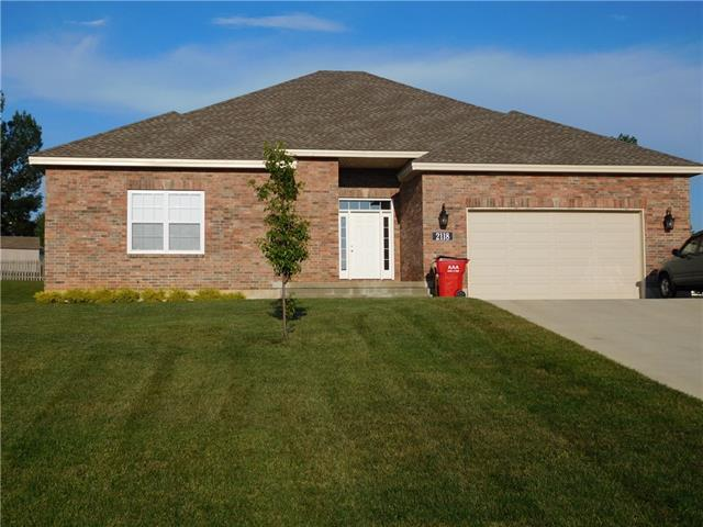 2118 NE Sparta Drive Property Photo - Blue Springs, MO real estate listing