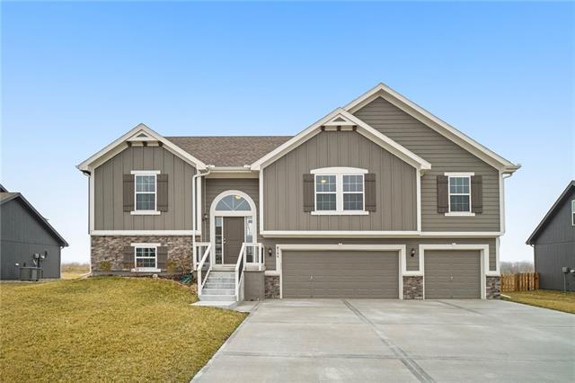 6104 NE 120th Street Property Photo - Kansas City, MO real estate listing
