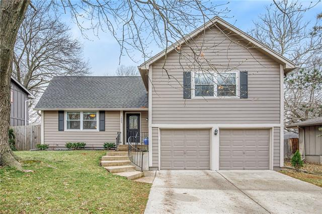 1605 S Kenwood Street Property Photo - Olathe, KS real estate listing