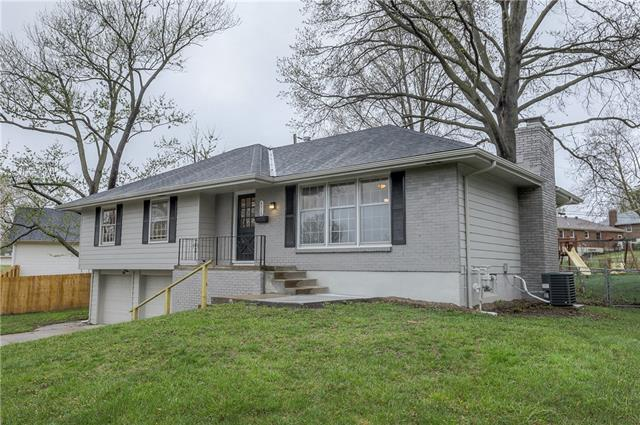 6712 N Bales Avenue Property Photo - Gladstone, MO real estate listing
