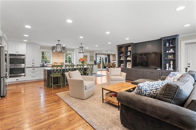 9901 Cherokee Lane Property Photo - Leawood, KS real estate listing