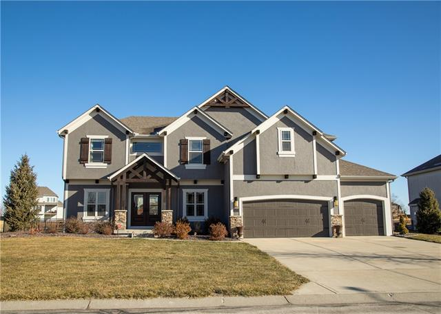 724 SW Admiral Byrd Drive Property Photo - Lee's Summit, MO real estate listing