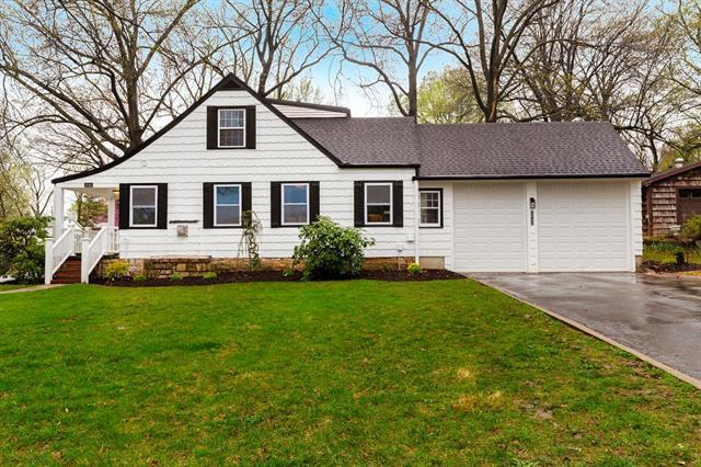 5042 Wells Drive Property Photo - Roeland Park, KS real estate listing