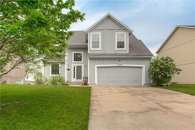 1029 N Crest Drive Property Photo - Olathe, KS real estate listing