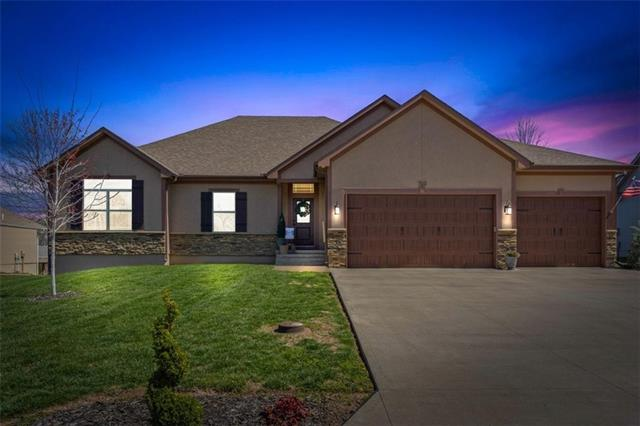 703 Homeland Street Property Photo - Buckner, MO real estate listing